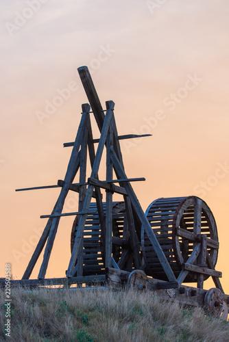 Fotografía  Wooden Medieval Catapult Ballistic Device