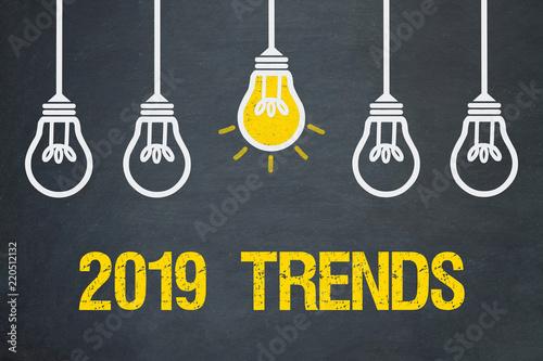 Photo 2019 Trends/ Tafel mit Glühbirnen