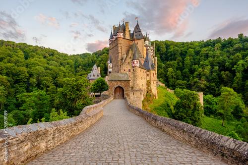 Printed kitchen splashbacks Historical buildings Burg Eltz castle in Rhineland-Palatinate at sunset