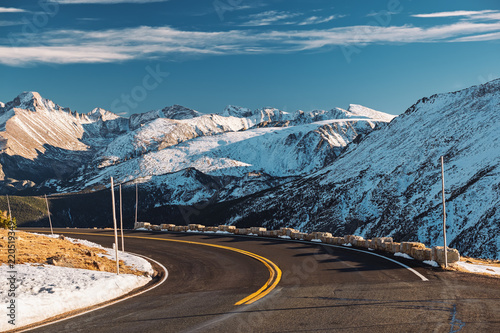Poster Verenigde Staten Highway in alpine tundra. Rocky Mountain National Park in Colorado.