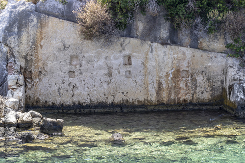 Foto  Perspective shoot of historical house ruin that sinks which belongs to Lycian pe