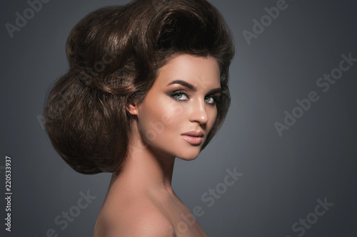 Foto op Plexiglas Beauty Gorgeous woman with a beautiful hairstyle and make-up