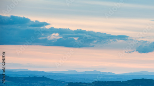 Foto op Aluminium Blauwe jeans Beautiful dramatic Summer sunset landscape over English countryside with stunning light
