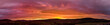 canvas print picture - panorama flamboyant sur un coucher de soleil au dessus des montagnes
