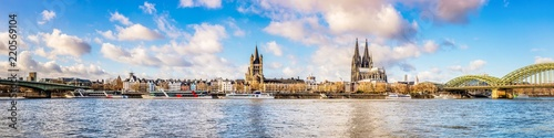 Tablou Canvas Panorama of the skyline of Cologne with Rhine and Cologne Cathedral
