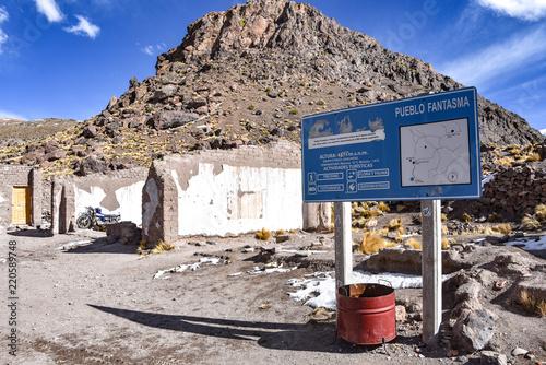 Fotografía  Pueblo Fantasma, an abandoned mining town near San Antonio de Lipez in the Sud L