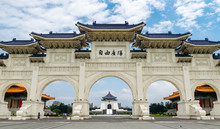 Taipei, Taiwan. 28-April-2018. Famous Landmark Building Chiang Kai-Shek Memorial Hall Viewable In The Middle Of The Arches