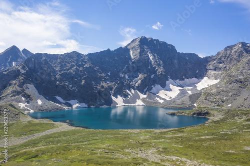 Keuken foto achterwand Canada Yeshtu valley from the Nameless Pass. Ala-Askir lake. Altai Mountains landscape