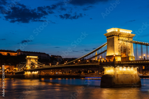 Spoed Foto op Canvas Boedapest Chain bridge at night in Budapest, Hungary