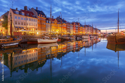 Foto op Aluminium Oude gebouw Copenhagen. The Nyhavn channel is at dawn.