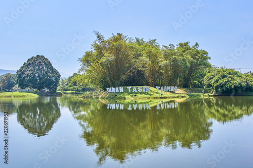 Tuinposter Meer / Vijver Beautiful Taiping Lake Gardens or Taman Tasik, Malaysia