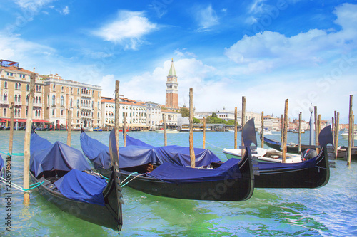 Spoed Foto op Canvas Beautiful view of the gondola and bell tower of Campanella in the Venetian lagoon, Venice, Italy