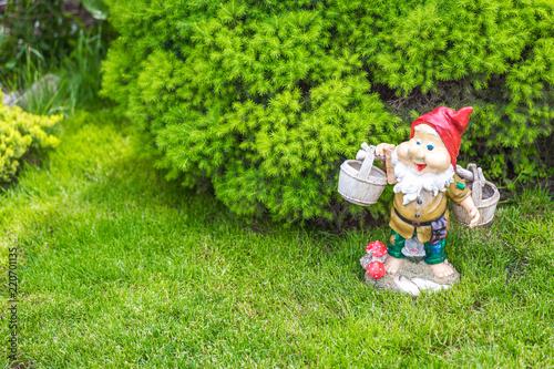 Foto garden dwarf in home garden, gnome decoration