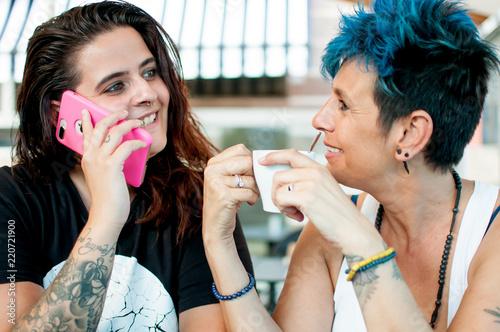 Photo mujeres conversacion