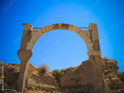 Valokuva  Panoramic view to Ephesus ruin arch in Turkey