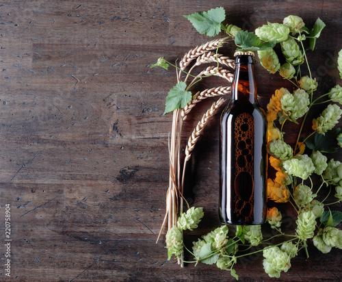 Tuinposter Bier / Cider Bottle of beer, grain and hops on a old wooden background.
