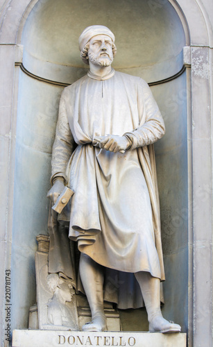 Statue of Donatello in Uffizi Colonnade Canvas Print