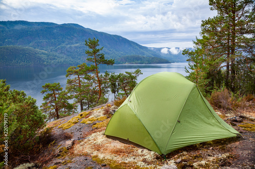 Staande foto Kamperen Wild camping by a lake in Norway