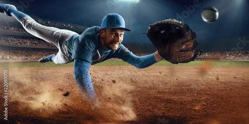 Photo  Baseball shortstop catches the ball on professional baseball stadium