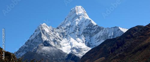 Foto op Canvas Nepal Wonderful view of mountain Ama Dablam in the Mount Everest range, iconic peak of Everest trekking route, eastern Nepal