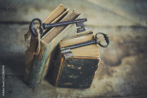 stare książki i stare klucze