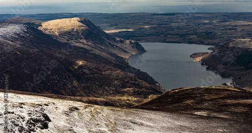 Staande foto Vulkaan Lake District snowy hills & fields, forest
