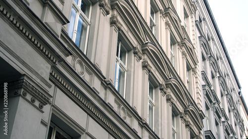 Montage in der Fensternische Zentral-Europa Altbauten in Berlin: Stuckfassade