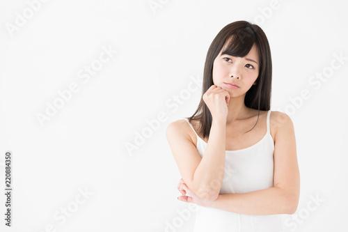 Obraz na płótnie attractive asian woman thinking on white background