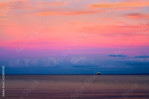Spoed Foto op Canvas Zee zonsondergang Beautiful sunset at Lake Superior with ship on horizon