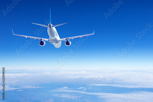 Poster Avion à Moteur Airplane flying above the clouds , back view