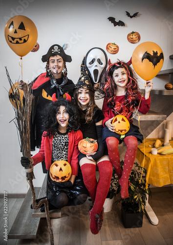 Slika na platnu kids in halloween costumes