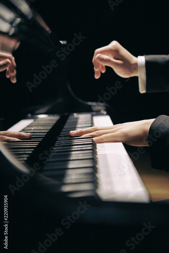 Foto playing the piano