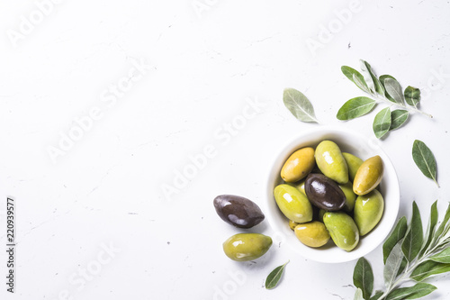 Foto op Aluminium Olijfboom Black and green Olives on white background.