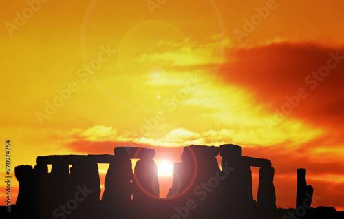 Montage in der Fensternische Honig Stonehenge at dawn , Wiltshire, UK