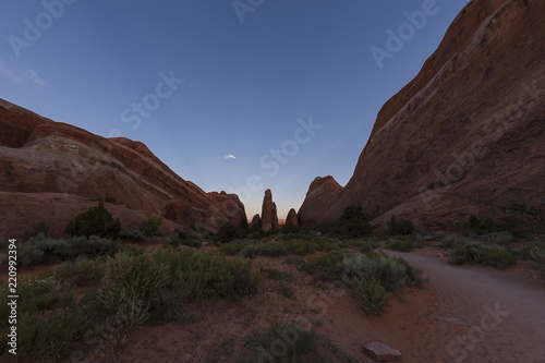Spoed Foto op Canvas Chocoladebruin Arches National Park hike