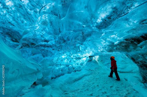 Fototapeta explorer inside an ice cave, vatnajokull national park, Iceland