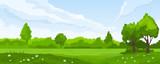 Letni krajobraz z polami i zielonymi wzgórzami
