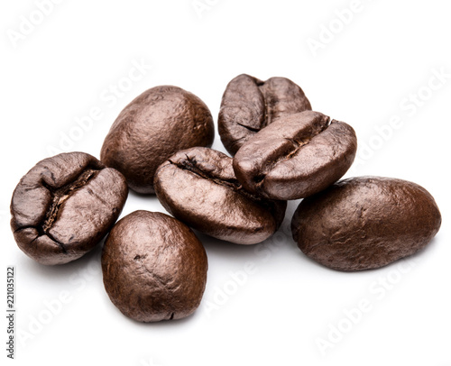 Café en grains roasted coffee beans isolated in white background cutout