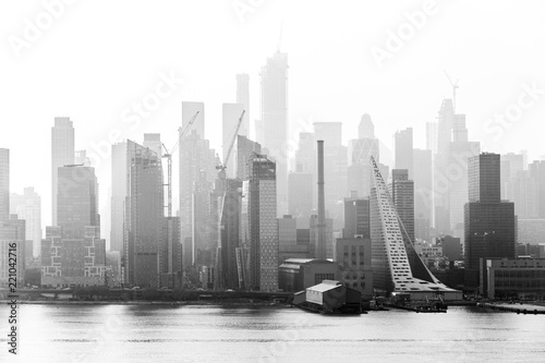 Foto op Canvas New York City New York City midtown Manhattan skyline panorama view from Boulevard East Old Glory Park over Hudson River on a misty morning. Black and white image.