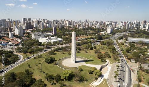 Fotografía Ibirapuera park in Sao Paulo city, obelisk monument. Brazil.