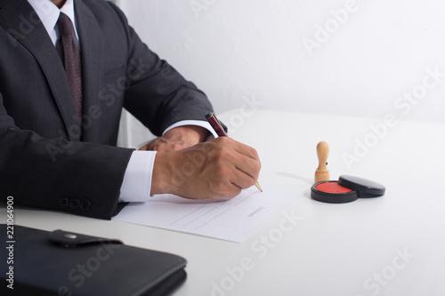 Fényképezés  署名するビジネスマン