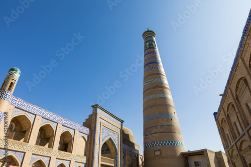 Deurstickers Historisch geb. Historic buildings at Itchan Kala fortress in the historic center of Khiva. UNESCO world heritage site in Uzbekistan, Central Asia