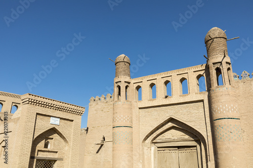 In de dag Asia land Historic buildings at Itchan Kala fortress in the historic center of Khiva. UNESCO world heritage site in Uzbekistan, Central Asia