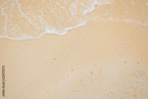 Stickers pour portes Eau sand of beach and soft wave backgroun