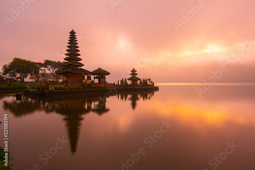 Foto auf Leinwand Lachs Pura Ulun Danu Bratan Hindu temple at Bratan lake in morning sunrise with reflection.Famous place tourist attraction in Bali, Indonesia