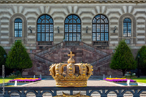 Staande foto Stockholm Crown in front of the Royal palace in Stockholm.