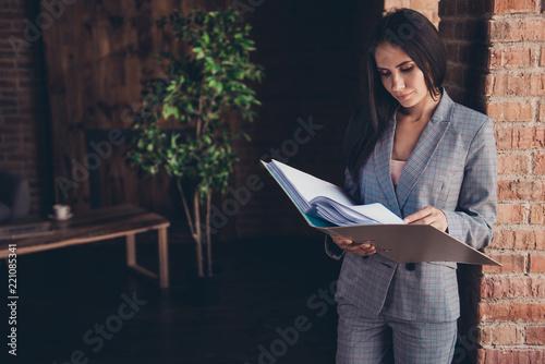 Photo  Elegant nice charming classic trendy minded lady boss with folde