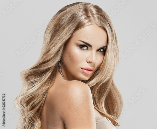 Fényképezés Blonde woman beauty with beautiful hair eyes and healthy skin