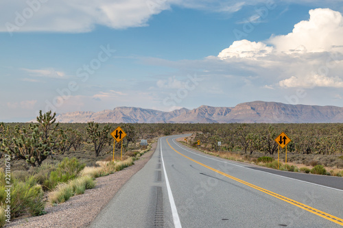 In de dag Route 66 A road in Arizona leading to the Grand Canyon