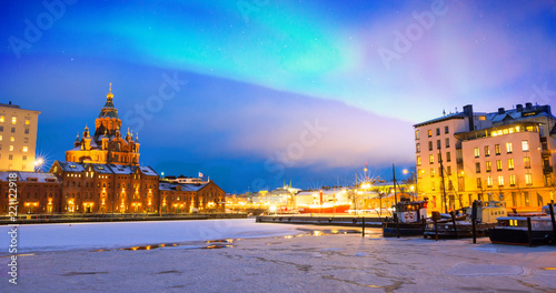 Obraz na plátne Northern lights over the frozen Old Port in Katajanokka district with Uspenski O